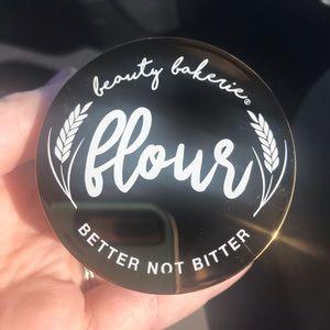Beauty Bakerie Flour Setting Powder- Oat